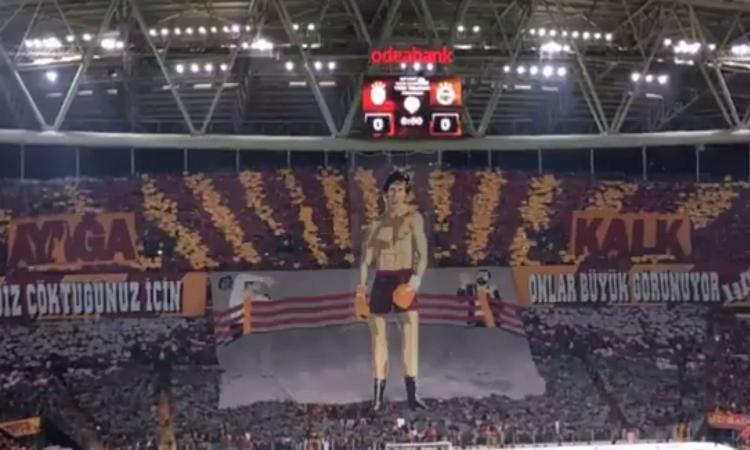 Galatasaray: coreografia alla Rocky nel derby contro il Fenerbahce VIDEO