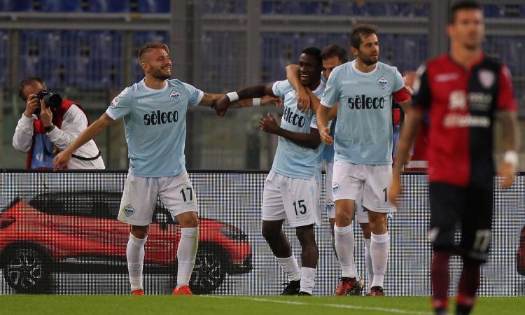 Vola la Lazio: 3-0 al Cagliari, agganciata la Juve