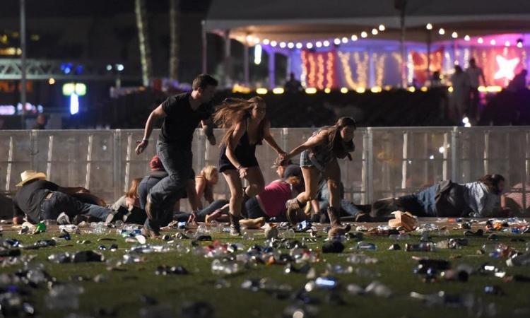 Las Vegas, spari al festival country: almeno 50 morti. Polizia: 'Non è terrorismo'. Ucciso il killer
