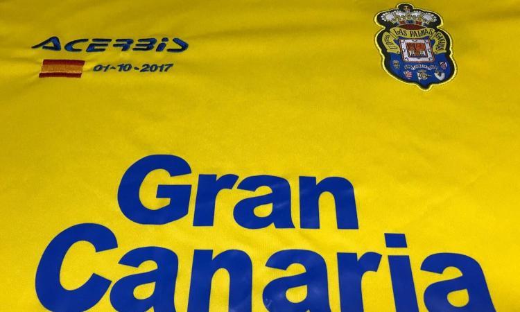 37d00b2ff Las Palmas, ecco la maglia con la bandiera della Spagna contro  l'indipendenza della Catalogna