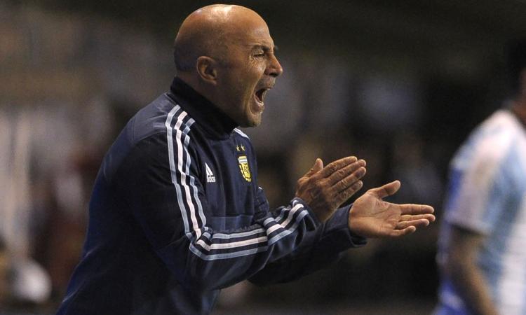Sampaoli è entusiasta, ma in Argentina è bufera