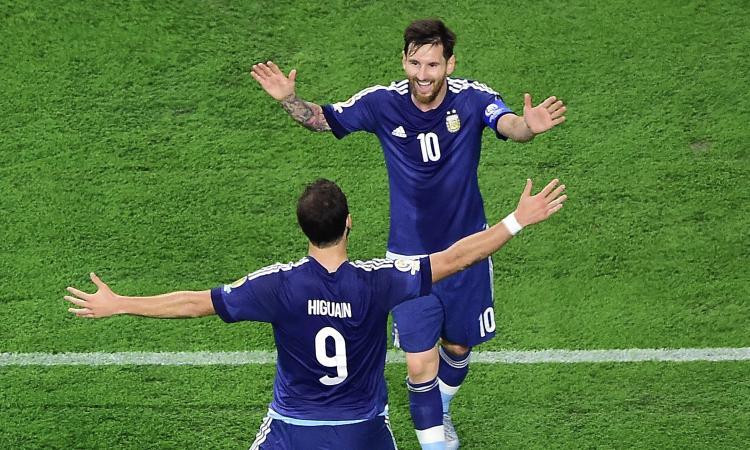 Messi: 'Higuain soffre le critiche, ma l'Argentina non può fare a meno di lui'
