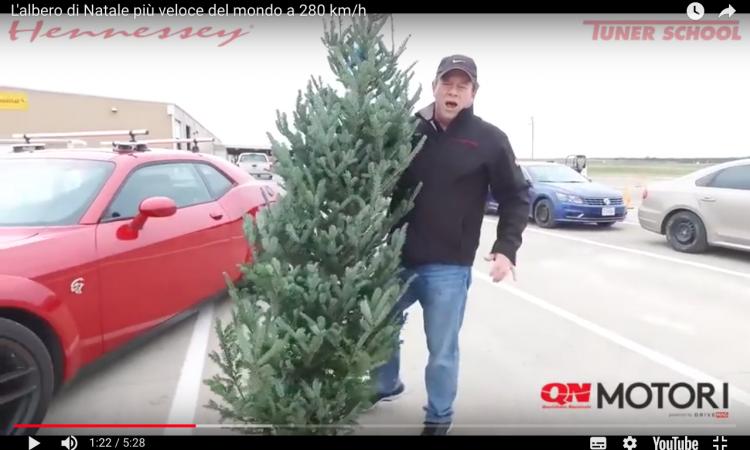 PIT STOP: l'albero di Natale più veloce del mondo viaggia a 280 km/h VIDEO