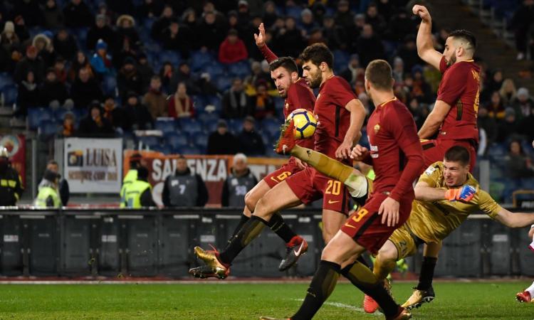 Roma col fiatone: col Cagliari decidono Fazio e il Var, la vetta è a 4 punti VIDEO