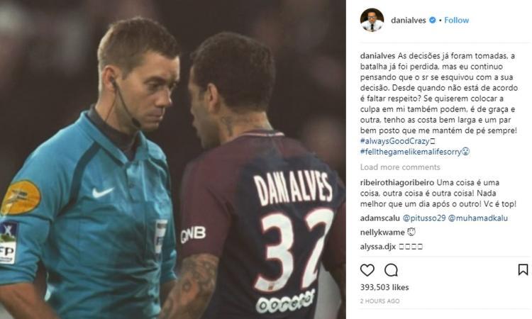 Momenti Di Gioia: Dani Alves, rosso a luci rosse: 'Arbitro, ho un palo qui sotto'