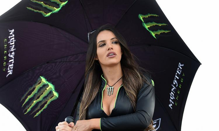PIT STOP: la Formula 1 dice addio alle ragazze ombrelline! FOTOGALLERY