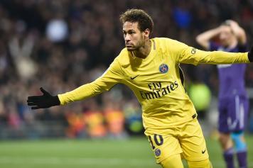 Neymar PSG esultanza Tolosa braccia larghe