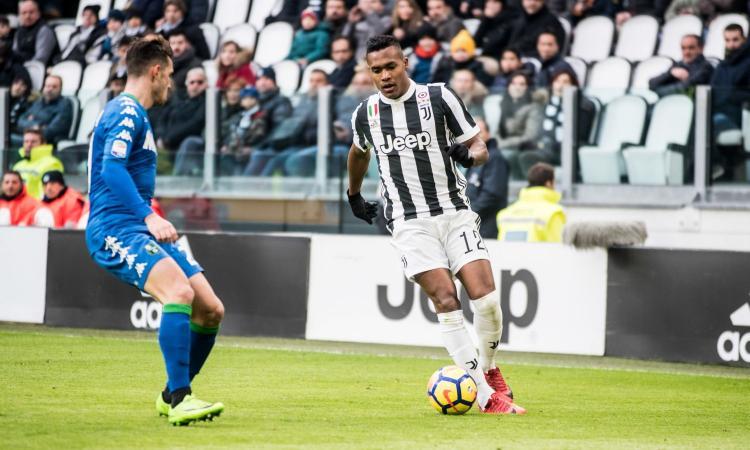 Juventus, resta in bilico il futuro di Alex Sandro: in pole position c'è il PSG