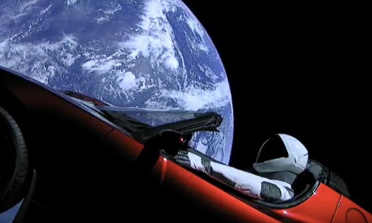 PIT STOP: gli italiani fanno sparire la Tesla che Musk ha spedito nello spazio