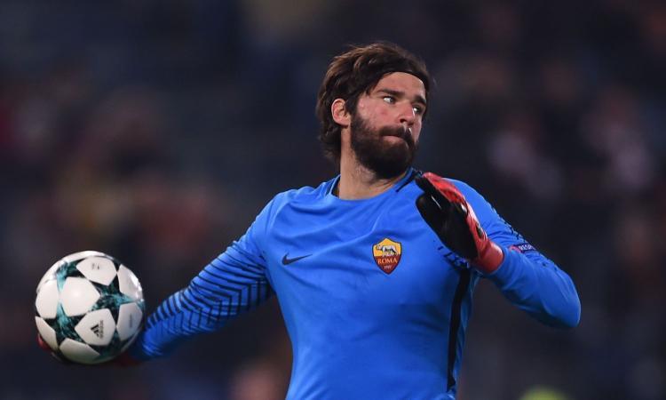 Roma, Alisson da Ciampino: 'Un caro saluto ai tifosi giallorossi, non posso dire altro'
