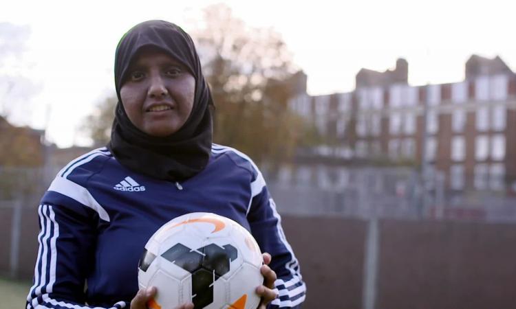 Musulmana in panchina, vita a rischio per il calcio: la storia di Annie Zaidi