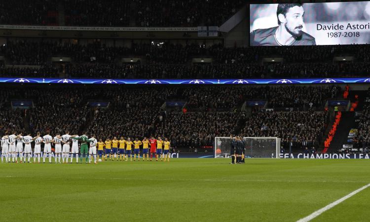 Tottenham-Juve, minuto di silenzio per Astori VIDEO