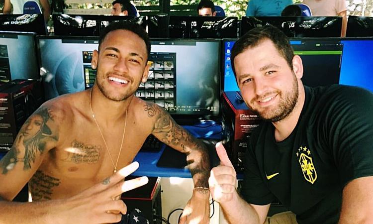 Un po' di FIFA qua? Mascherano come Piqué, nuova vita negli eSports. Da Neymar a Balotelli, futuri pro-gamer?