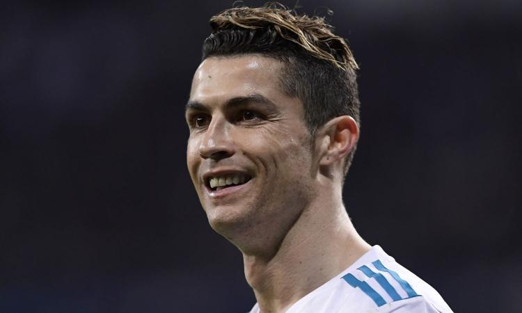 Ronaldo, brindisi con mamma per la Juve