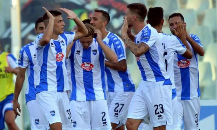 Serie B, il Pescara vince 2-0 col Carpi e aggancia la vetta