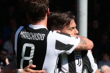 outlet store 4b9c8 2eaf6 Juventus stars pay tribute to Claudio Marchisio | English ...