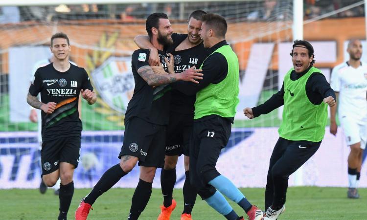 Serie B: poker Salernitana, pari Crotone. Il Lecce raggiunge il Brescia, il Venezia batte e supera il Foggia