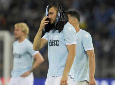 Laziomania: de Vrij, Lotito padrone del calcio, mercato... uscite dal bar!