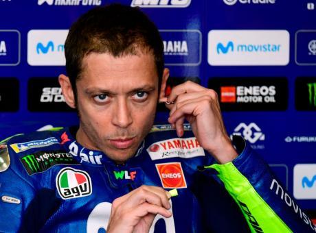 Valentino Rossi compie 40 anni, gli auguri dell'Inter e dei tifosi. Buffon: 'Ecco qual è il nostro segreto' VIDEO