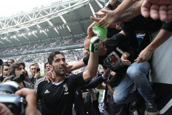 Juve-Verona  Buffon farewell and title celebration live  2320e49e8c9