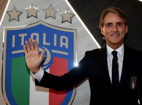 Mancini a Salvini: 'Aiutiamo i migranti e non minimizziamo il razzismo, giusto giocare la Supercoppa in Arabia'