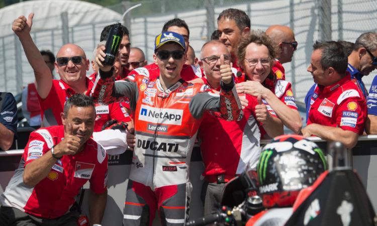 MotoGP: trionfa Lorenzo, podio per Dovizioso e Rossi. Marquez disastro!