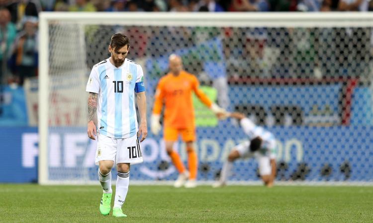 Messi, la faccia all'inno dice tutto: non vale Ronaldo, ora è un ectoplasma