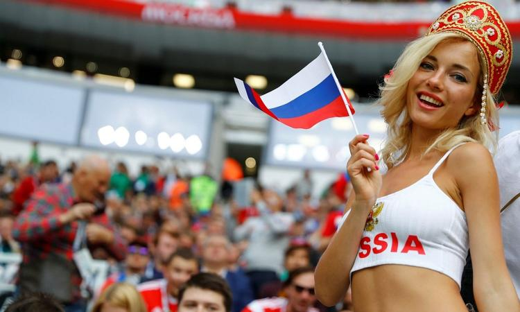 Natalya incanta negli stadi dei Mondiali, ma è una pornostar FOTO e VIDEO