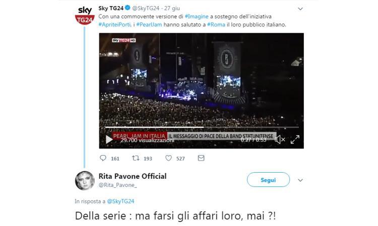 I Pearl Jam spaccano in Italia cantando Imagine per #ApriteiPorti. Rita Pavone: 'Ma farsi gli affari loro, mai?'