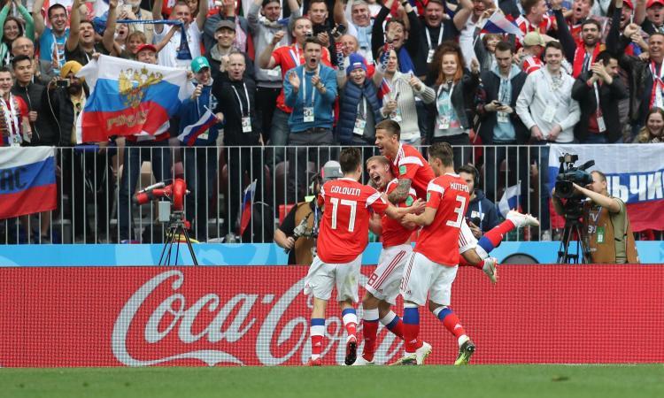 Russia, esordio con goleada sotto gli occhi di Putin: 5-0 all'Arabia Saudita