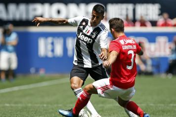 Cancelo dribbling Juve Grimaldo Benfica