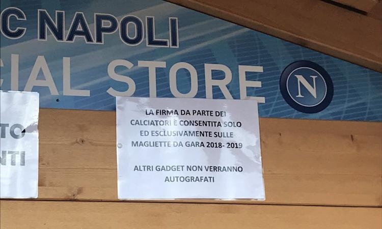 Napoli: autografi solo sulle maglie nuove, è giusto questo calcio moderno?