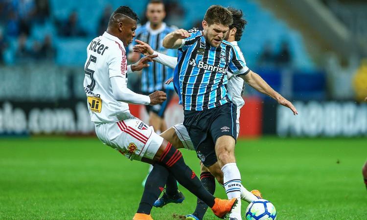 Cagliari, due difensori dal Genoa se salta Kannemann