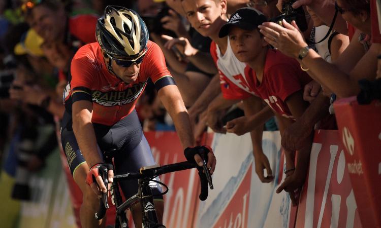 Nibali fatto cadere e costretto a ritirarsi dal Tour de France: VIDEO, di chi è la colpa?