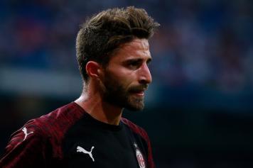 Borini concentrato Milan terza maglia