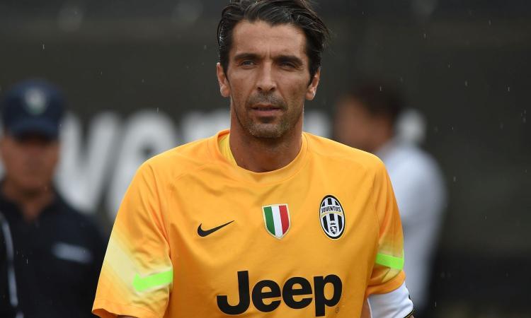 Buffon lavora per convincere un portiere del Milan