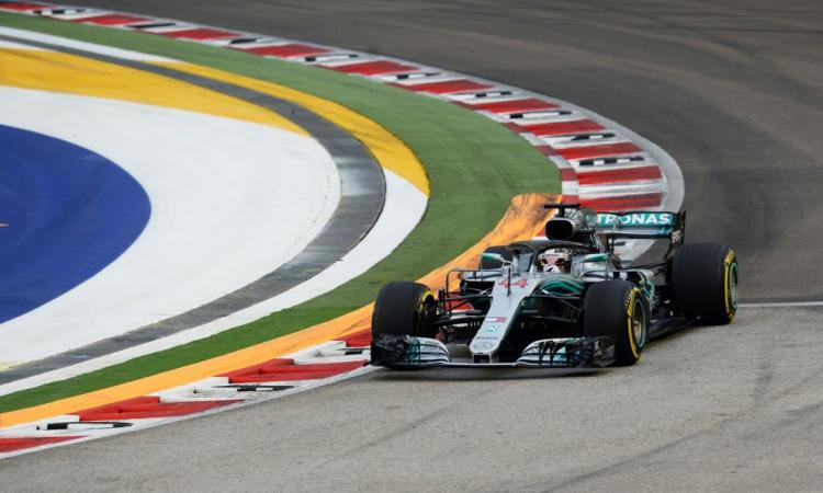 Formula 1, Singapore: Hamilton extraterrestre! Seconda fila per Vettel