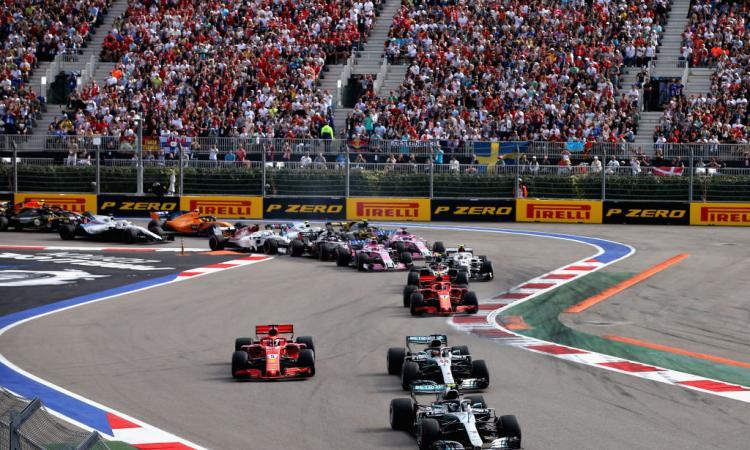 Formula 1, Russia: Hamilton, vittoria tra mille polemiche! Vettel è sempre più lontano