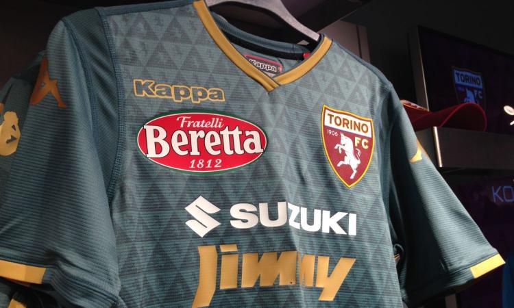 Torino, presentata la terza maglia: è verde con inserti dorati