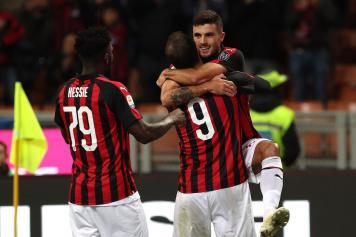 Higuain Cutrone abbraccio esultanza Milan