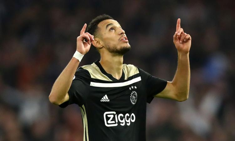 Ajax, Mazraoui: 'Speriamo che la Juve si faccia prendere dal panico. Messi meglio di CR7'