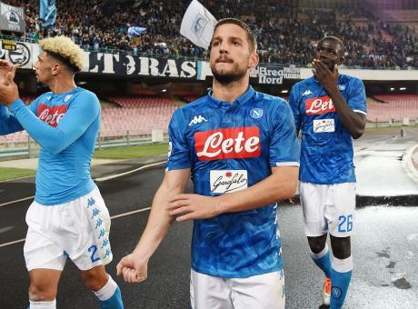 Mertens salva Ancelotti con la Roma, ma il Napoli fatica e la Juve si allontana