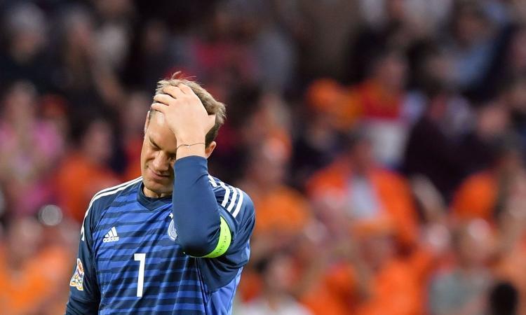 Un po' di FIFA qua? Il re abdica: Neuer non para più! E il suo valore crolla...
