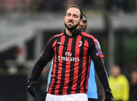 Il Milan cambia con la sentenza Uefa: obiettivo plusvalenze, Higuain un guaio