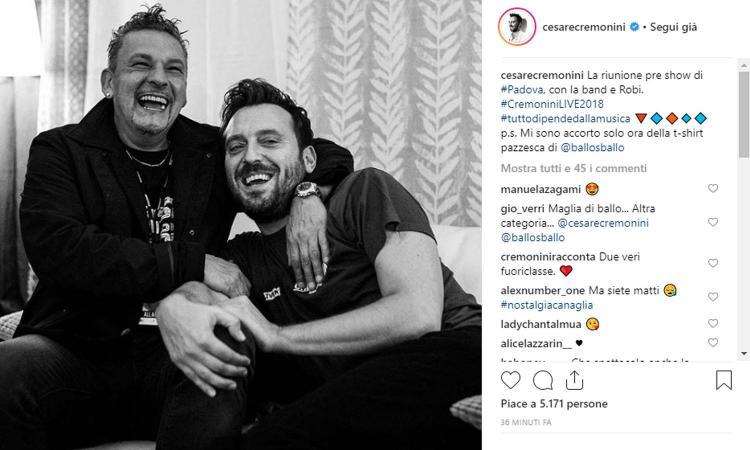 'Ah, da quando Baggio non gioca più': e Roby si presenta al concerto di Cremonini