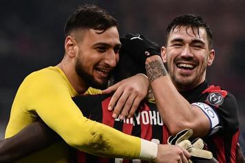 Donnarumma Romagnoli Milan abbraccio