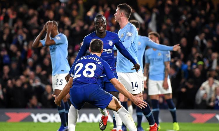 Sarri batte Guardiola con i gol di Kanté e David Luiz: il Chelsea torna in corsa