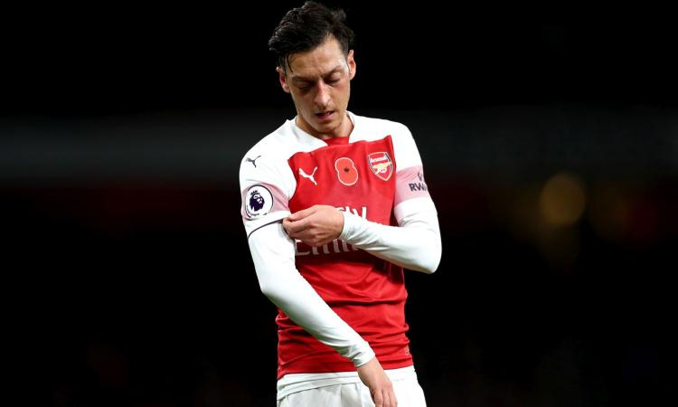 Arsenal, Emery stanco di Ozil