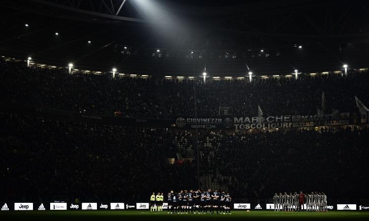 Tensione a Torino, tifosi dell'Inter danneggiano lo Stadium: aggredita una donna del servizio di sicurezza