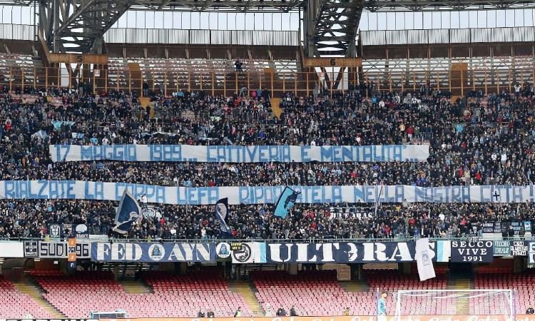 Napoli, striscione dei tifosi: 'Riportate la Coppa Uefa